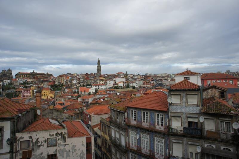Dachspitze von Porto, Portugal lizenzfreies stockfoto