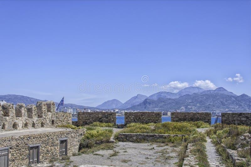 Dachspitzen-Ansicht vom Kohl-Fort in Lerapetra lizenzfreie stockfotos