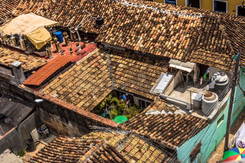 Dachspitzen in der alten Stadt Trinidad, Kuba stockfotografie