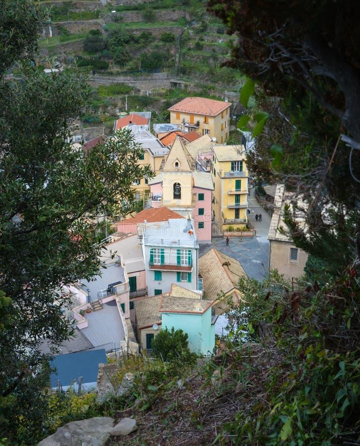 Dachspitzenansicht über Manarolo, Cinque Terre, Italien lizenzfreies stockfoto