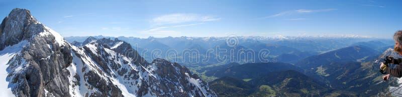 Dachstein山全景 库存照片