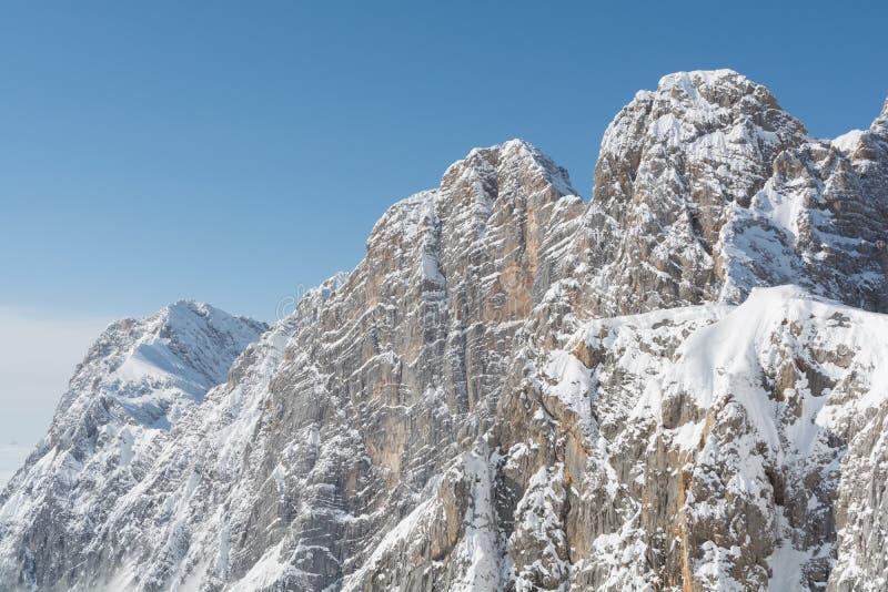 Dachstein山在阳光-奥地利下 免版税库存照片
