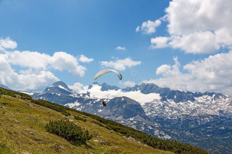 Dachstein-Krippenstein滑翔伞 图库摄影