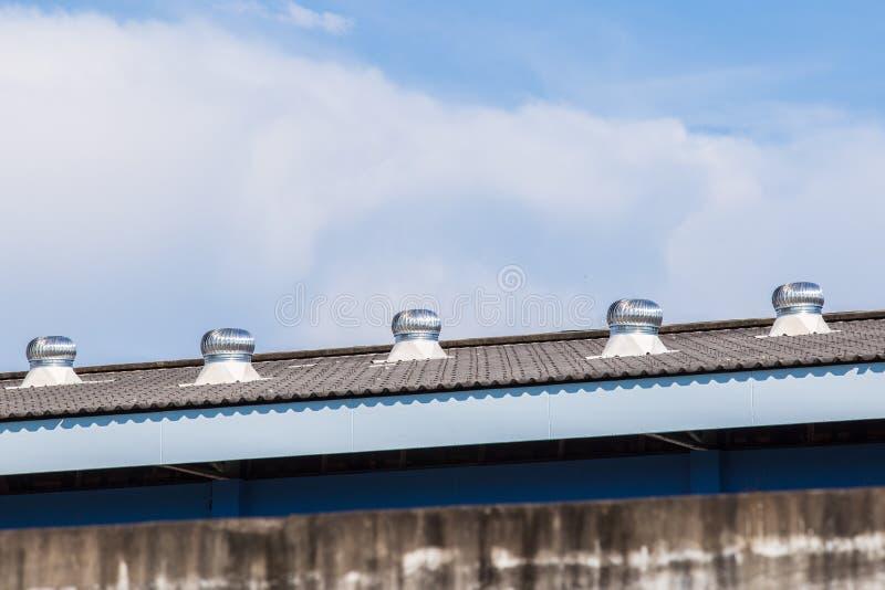 Dachu turbinowy nawiewnik fabryka zdjęcia royalty free
