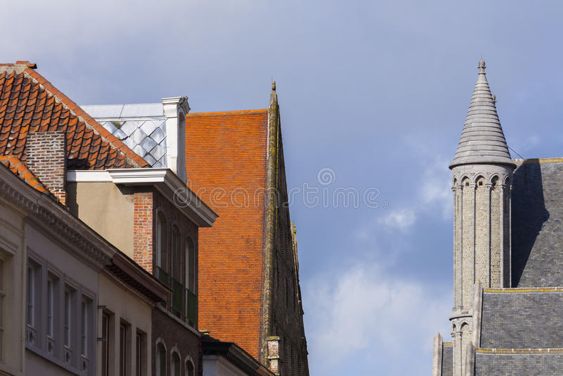 Dachy i basztowy Bruges, Belgia zdjęcie stock