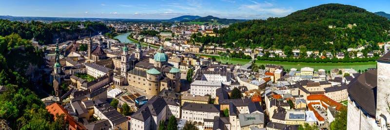 Dachy Salzburg, widok z lotu ptaka, letni dzień obraz stock