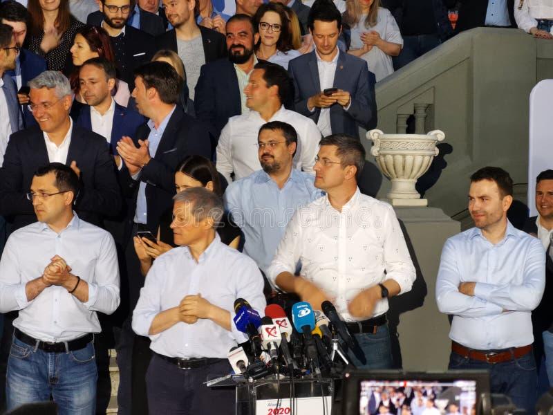 Dacian Ciolos και Dan Barna στη συμμαχία 2020 usr-ΠΡΟΣΘΕΤΗ έδρα στο Βουκουρέστι στοκ φωτογραφία