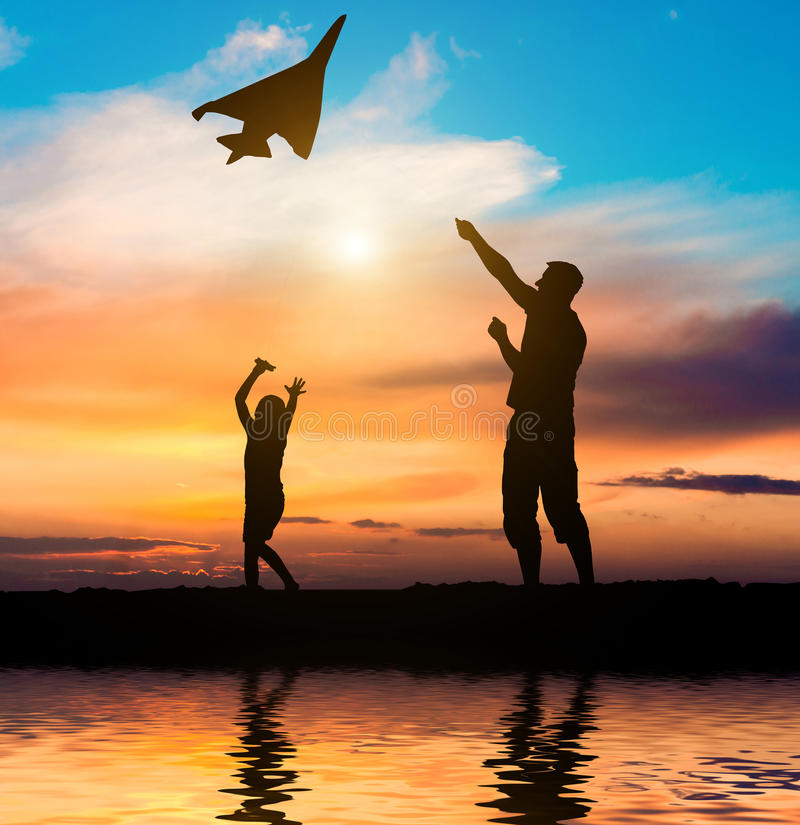Free Dad And Daughter Flying A Kite On The Beach Stock Photography - 55595452