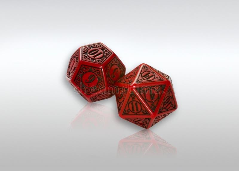 Dadi polyhedral rossi immagini stock