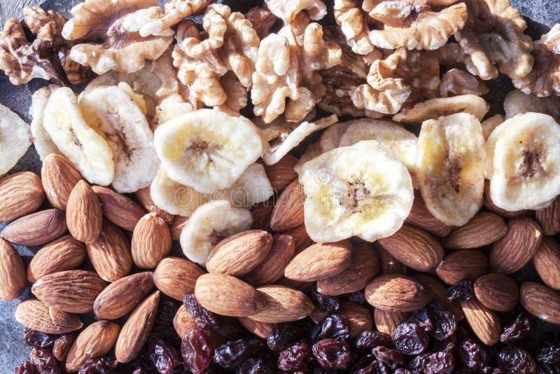 Dadi, uva passa e banane asciutte immagine stock