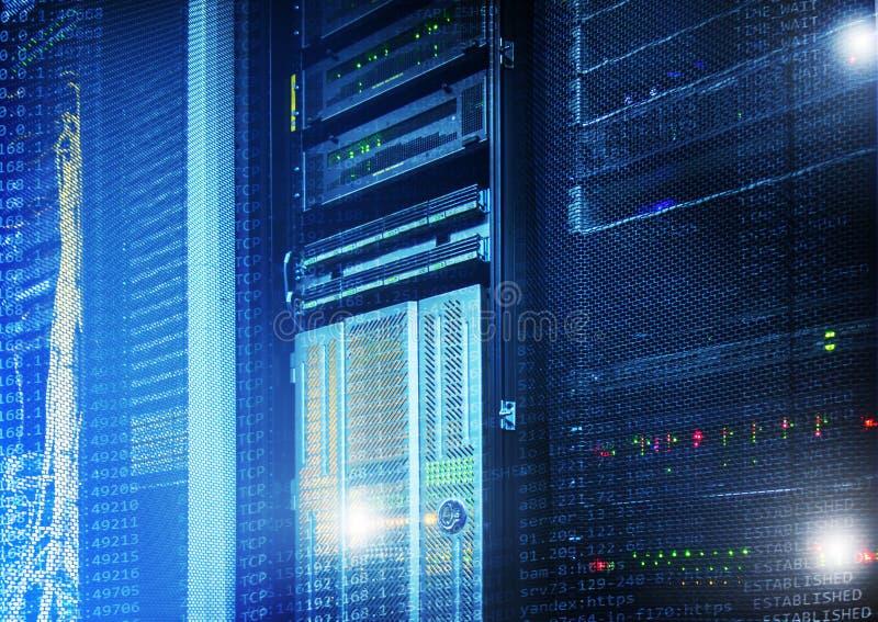 Dados e conceito grandes da tecnologia da informação Centro de dados do super-computador Exposição múltipla Rede da Web, telecomu imagem de stock