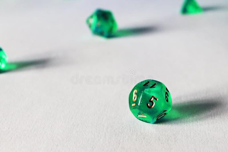 Dados verdes d12 do jogo imagem de stock royalty free