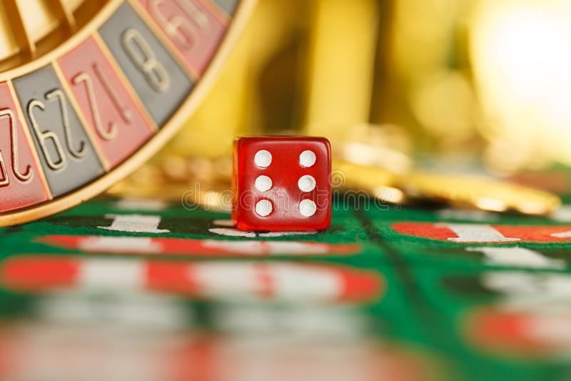 Dados vermelhos do casino foto de stock