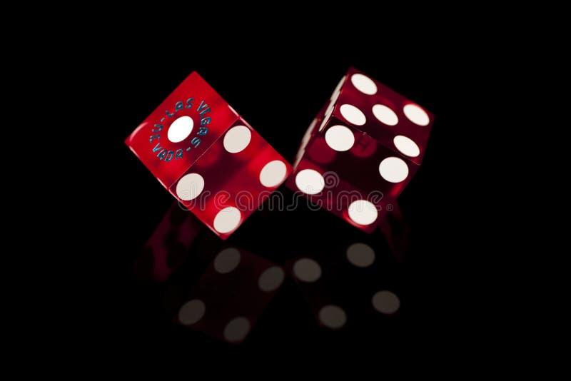 Dados vermelhos do casino imagens de stock royalty free