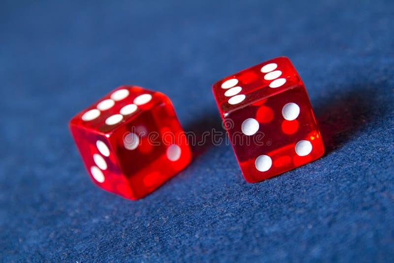Dados vermelhos do casino fotos de stock