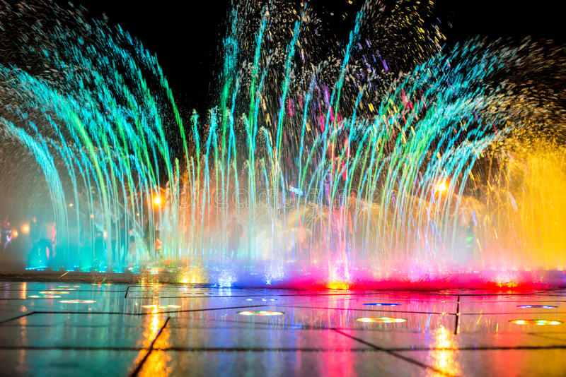 Daedepo Muzikale Fontein Korea, kleurrijke fontein zoals een kroon stock afbeeldingen