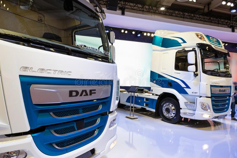 DAF锎杂种和电卡车 免版税库存图片