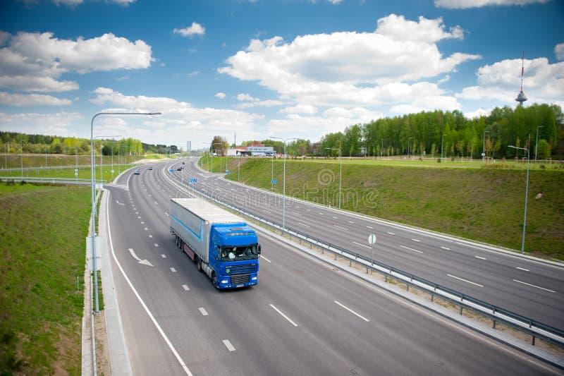 DAF XF ciężarówka na autostradzie zdjęcia royalty free
