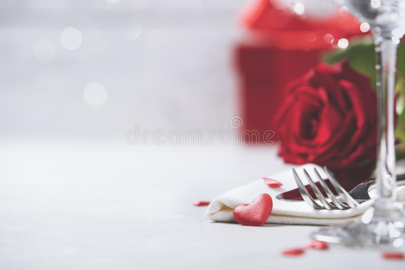 Dag för valentin` s eller romantikermatställebegrepp royaltyfria bilder