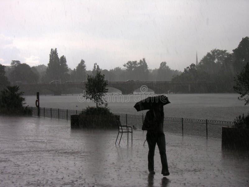 dag regniga Hyde Park fotografering för bildbyråer