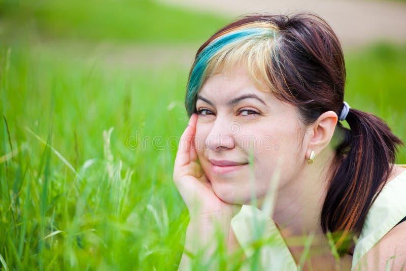 dag som tycker om den utomhus- kvinnan royaltyfria bilder
