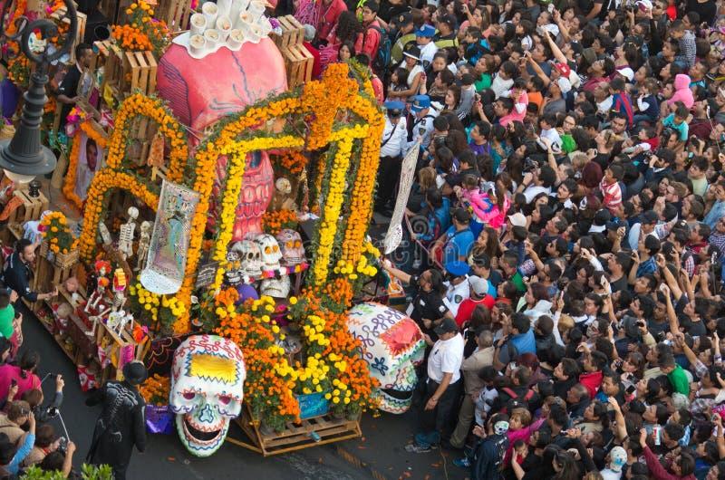 Dag van de dode parade in Mexico-City royalty-vrije stock afbeelding
