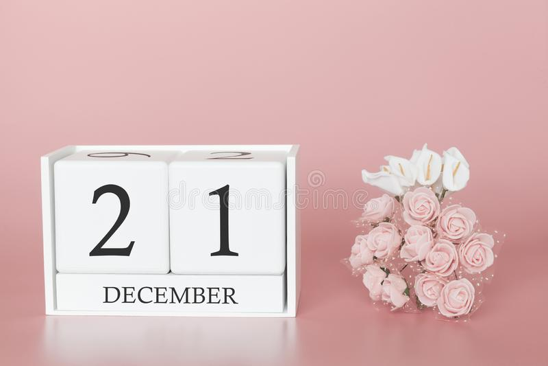 21 Dag 21 van december van maand Kalenderkubus op moderne roze achtergrond, concept zaken en een belangrijke gebeurtenis royalty-vrije stock foto