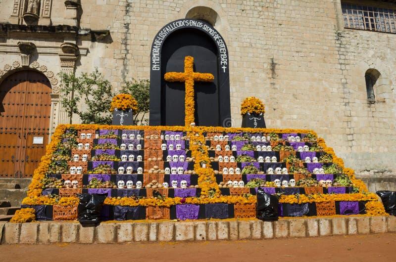 Dag van het Dode aanbiedende altaar voor de slachtoffers van de aardbevingen van September 2017 stock foto's
