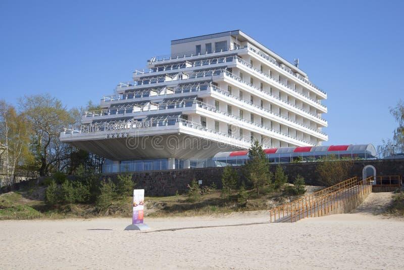 Dag van het hotel binnen kan de Baltische strand Jurmala, Letland royalty-vrije stock afbeelding