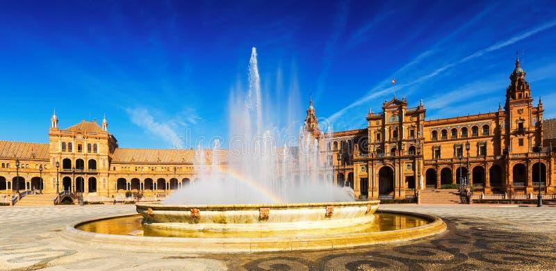 Dag zonnige mening van Plaza DE Espana met fontein stock fotografie