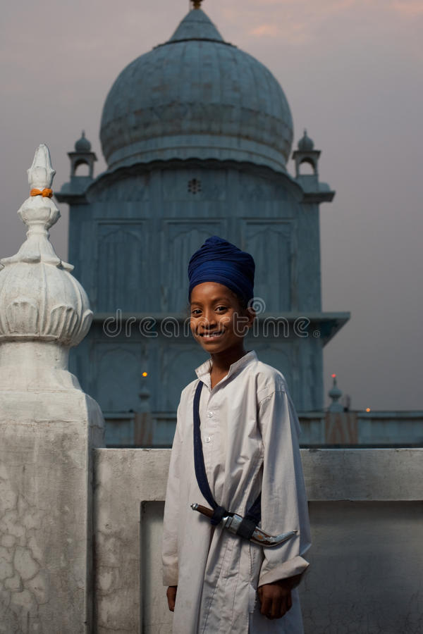 Daga sikh joven del muchacho imagen de archivo