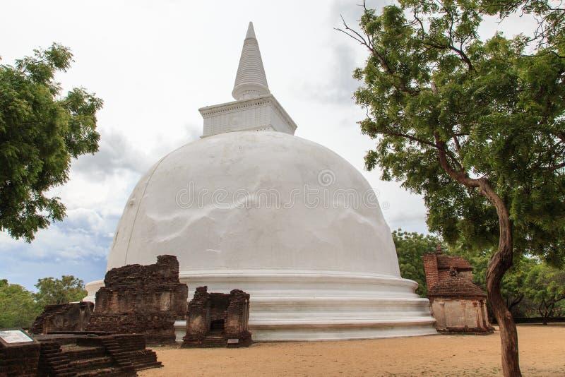 Dagaba Kiri Vihara - Polonnaruwa - Шри-Ланка стоковые изображения