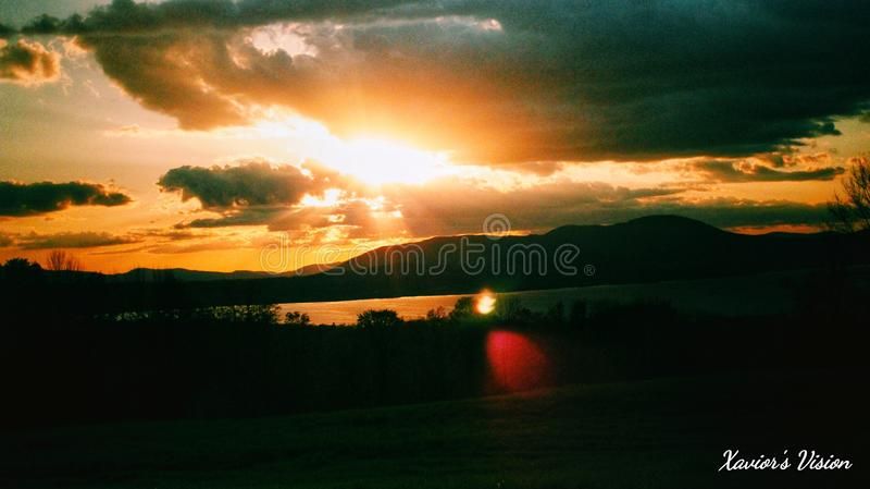 Dagar avslutar vid solnedgången royaltyfri fotografi