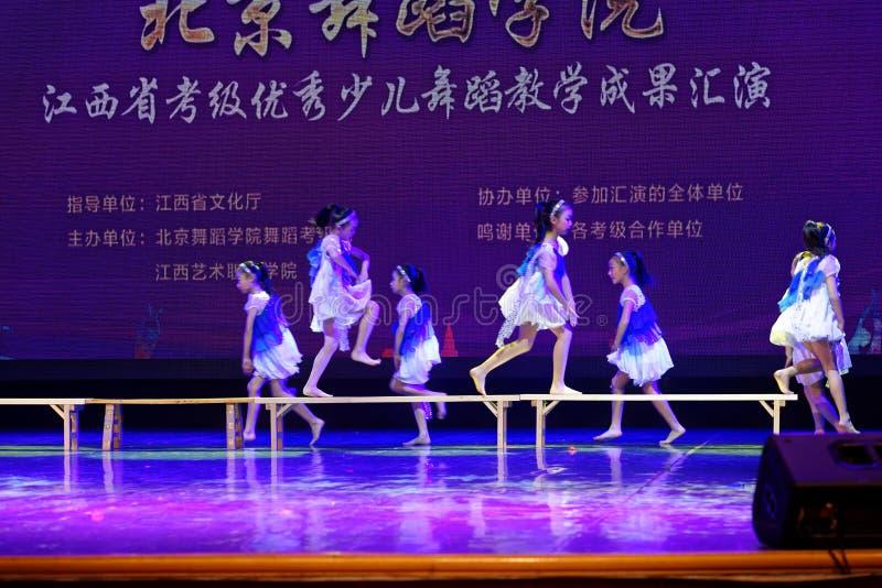 Dagdroom de sterrige de Dansacademie die van hemelpeking van het de dansonderwijs van test opmerkelijke kinderen ` s de voltooiin royalty-vrije stock afbeelding