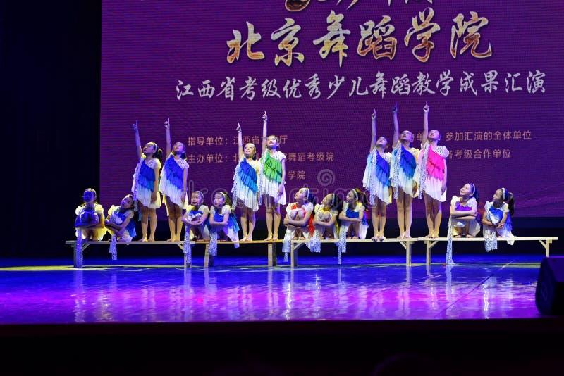 Dagdroom de sterrige de Dansacademie die van hemelpeking van het de dansonderwijs van test opmerkelijke kinderen ` s de voltooiin royalty-vrije stock afbeeldingen