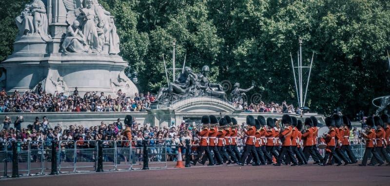 Dagelijkse wachtverandering in Buckingham Palace, Londen stock foto's