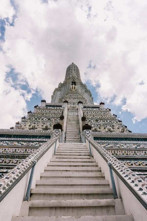 Dagen i bangkok, Thailand, Wat Arun Temple royaltyfri fotografi
