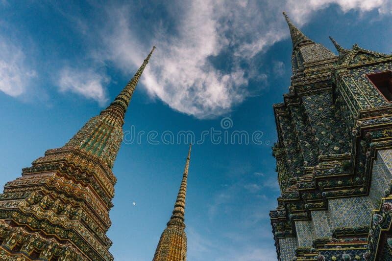Dagen i bangkok, Thailand, Wat Po Temple fotografering för bildbyråer