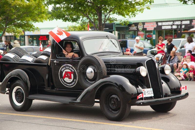 DAGERAAD, CANADA 1 JULI: deelnemers van parade bij de Dag van Canada in Dageraad op 1 Juli, 2013 royalty-vrije stock afbeelding