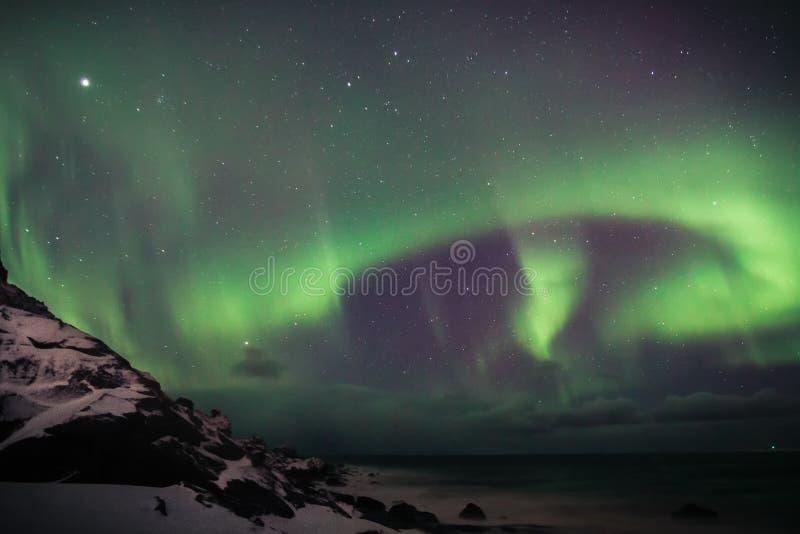 Dageraad over Lofoten, Noorwegen stock foto's