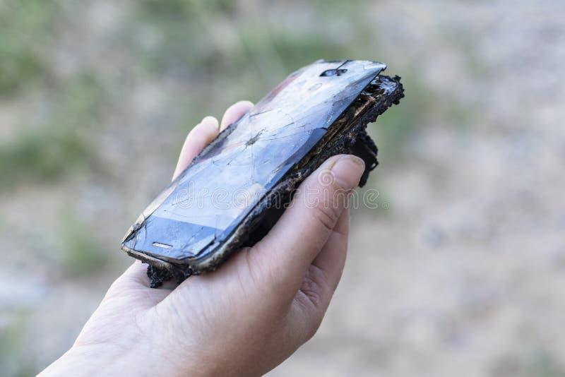 Daglicht De telefoon is beschadigd wegens brand in is er geen schade heb het stemmen stock fotografie