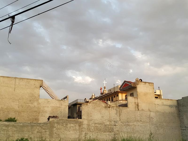 Daglichtmening van de bouw en wolken royalty-vrije stock foto