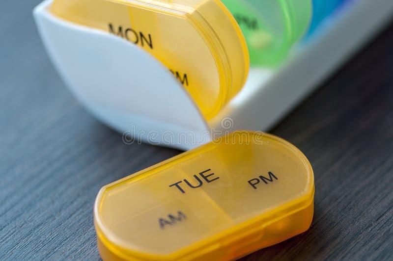 Dagliga preventivpilleraskar royaltyfria foton