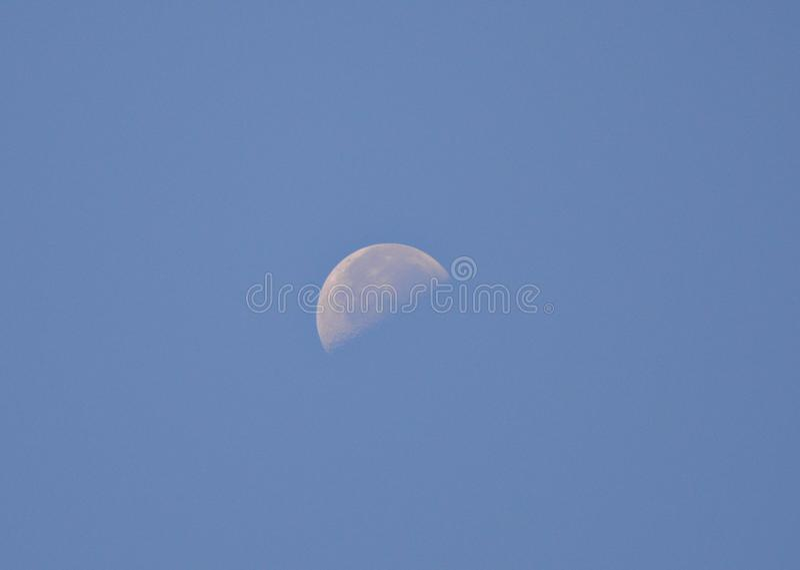 Dagmåne arkivfoto