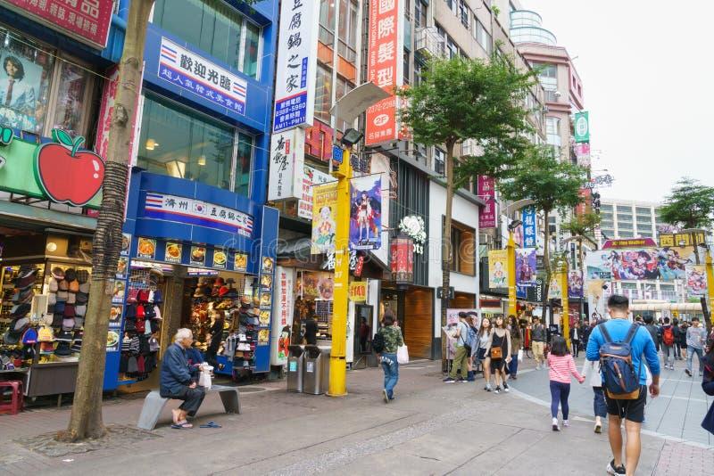 Dagplats av den Ximending shoppinggatan i den Taipei staden arkivfoton