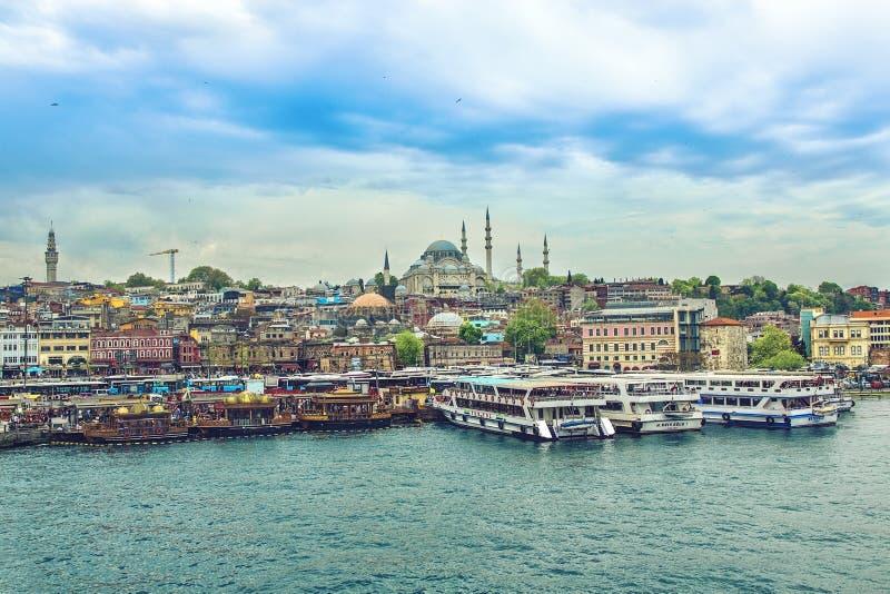 Dagsikt av den Suleymaniye moskén royaltyfria foton