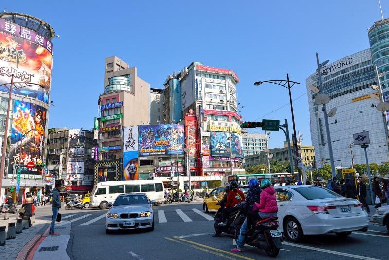 Dagsikt av den Ximending gatamarknaden i Taipei royaltyfri foto