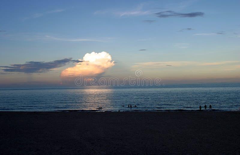 Download Dagslut arkivfoto. Bild av vatten, natt, semester, solnedgång - 33390