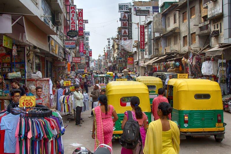 dagströmtrick åker taxi och köpare Hindus royaltyfria bilder