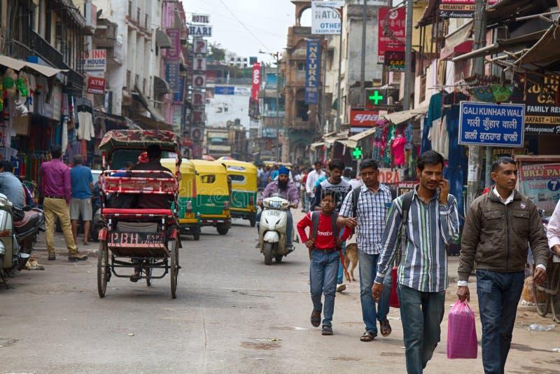 dagströmtrick åker taxi och köpare Hindus royaltyfri bild